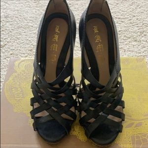 L.A.M.B caged strappy heels EUC